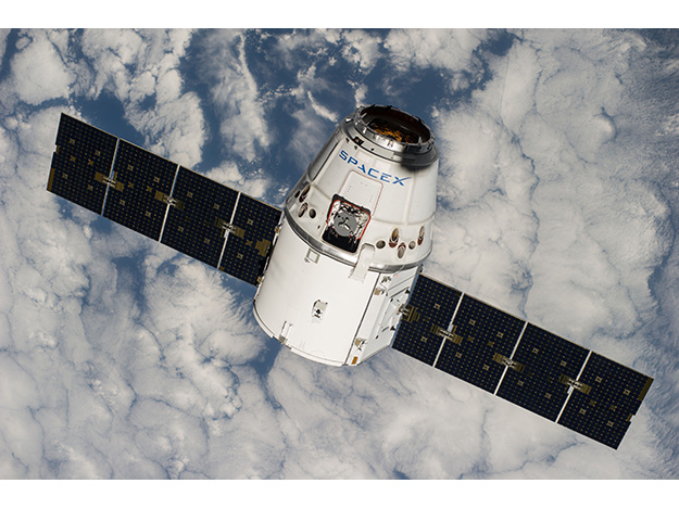 141014_SpaceX_CRS-4_Dragon_top
