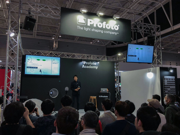 [CP+2018]プロフォトブース:世界最小のスタジオライト「Profoto A1」を一押しで展示